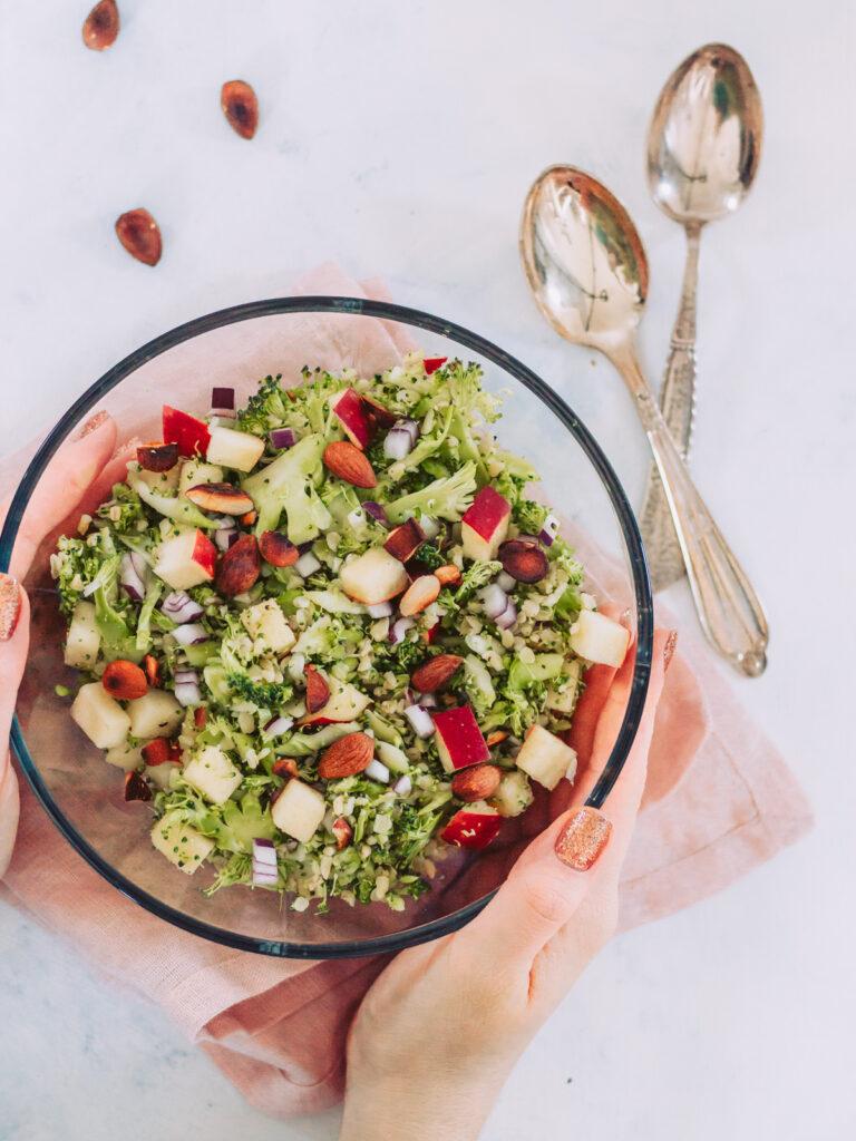 Broccolisalat med honning/sennepsdressing