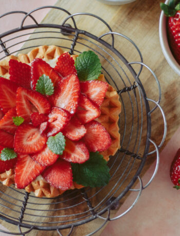 jordbærtærtevafler - vafler med vaniljecreme og jordbær