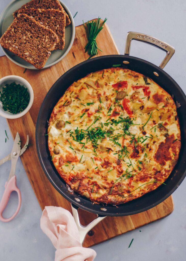 vegetarisk æggekage med hytteost og kartofler