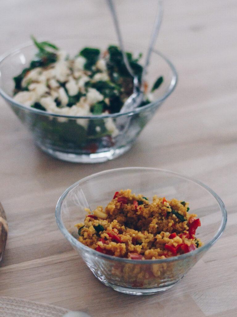 quinoasalat med forårsløg og peberfrugt
