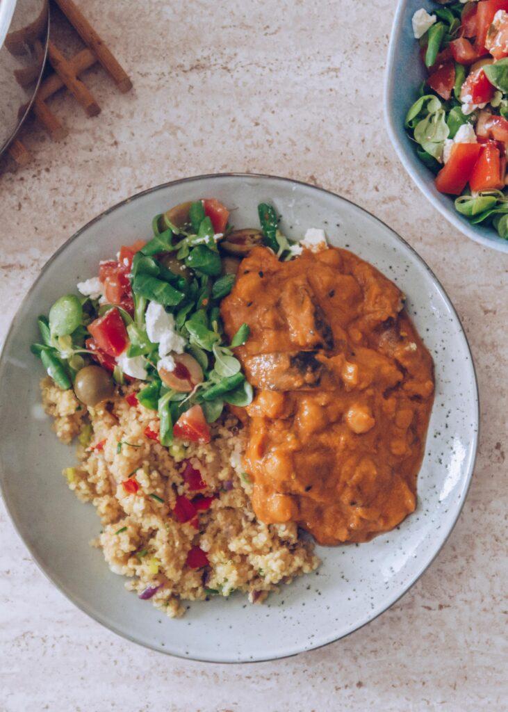 vegetarisk gryderet med kikærter og aubergine