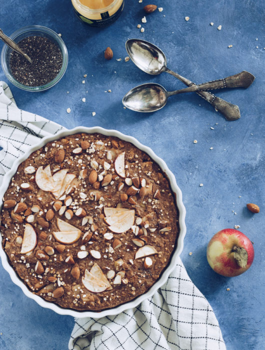 bagt grød med æbler og pærer